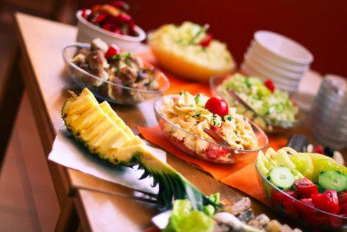 photo-pineapple-salad-table