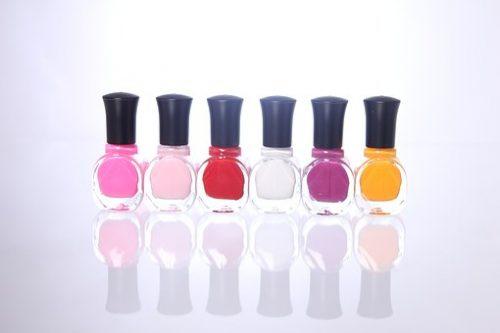 nail-polish-1351933__340